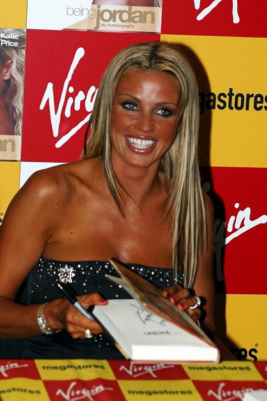 Katie Price v roce 2004. Její záliba v opalování je neskutečná.