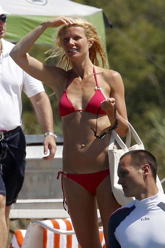 Gwyneth Paltrow na dovolené v Sardinii.