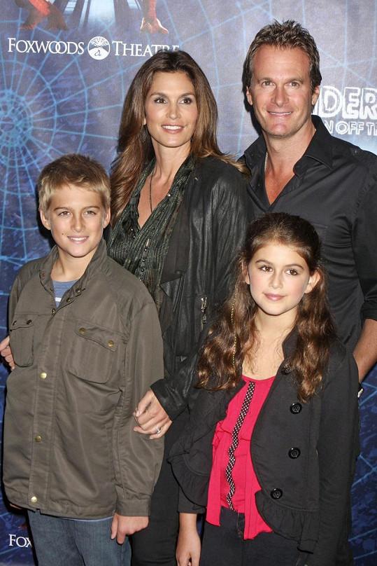 Rodina Cindy Crawford: manžel Randy Gerber, syn Presley Walker a dcera Kaia Jordan.