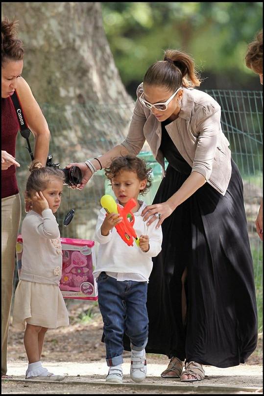 Jennifer Lopez se svými dvojčátky Maxem a Emmou.