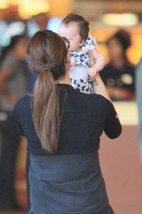Victoria Beckham s malinkou Harper Seven.