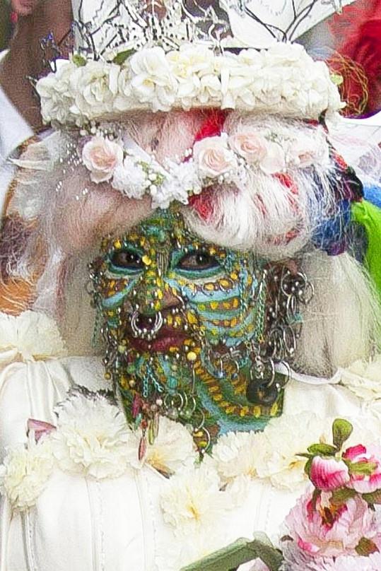 Tato nevěsta by mohla chodit strašit zlobivé děti.