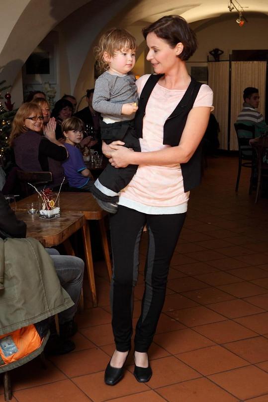 Lenka Vlasáková s nejmladším synem Johanem Antonínem.