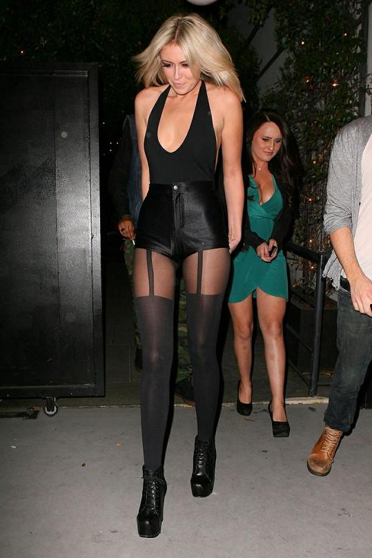 Paulina Gretzky se věnuje modelingu a zpěvu.