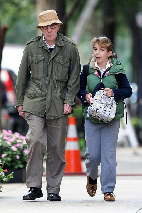 Woody Allen s dcerkou Manzie Tio.