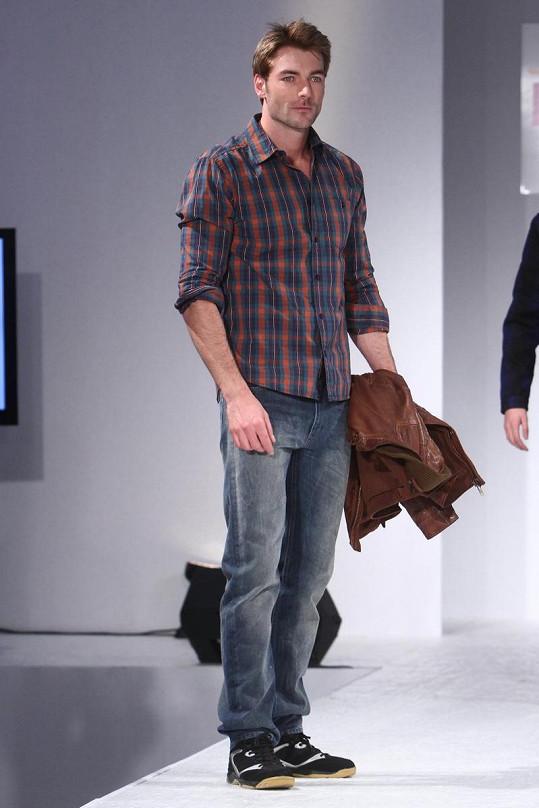 Josef Karas se modelingu věnuje i v zahraničí.