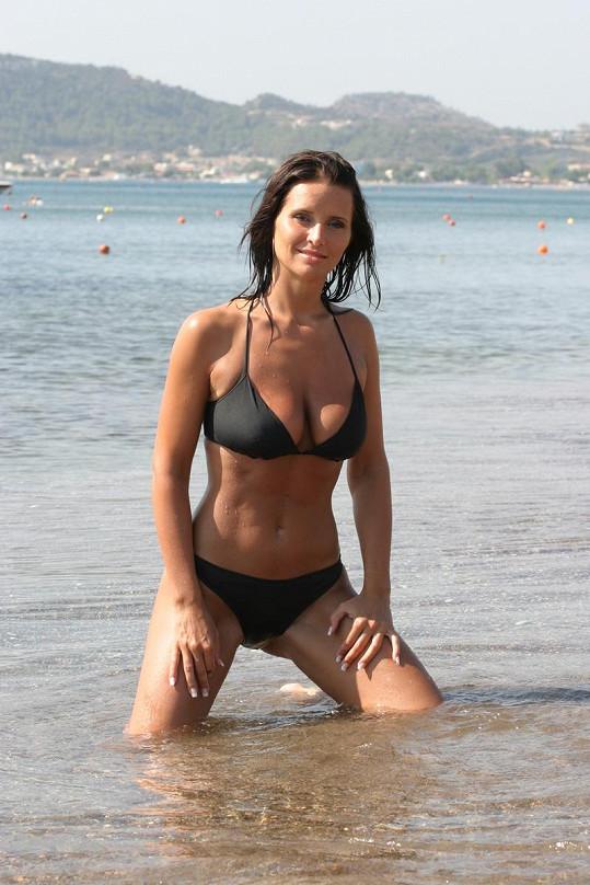 Bára je sexy žena.