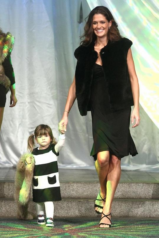 Petra Faltýnová předváděla i s dcerou Adriankou, která v lednu oslaví druhé narozeniny.