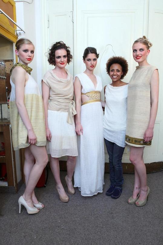 Návrhářka Fikirte Addis s modelkami.