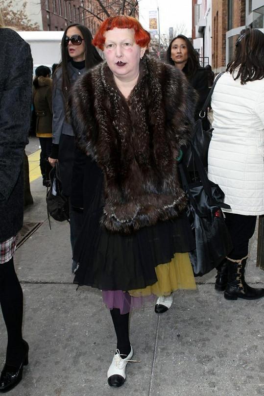 Lynn Yaeger píše o módě, možná by ale měla začít nejdřív u sebe.