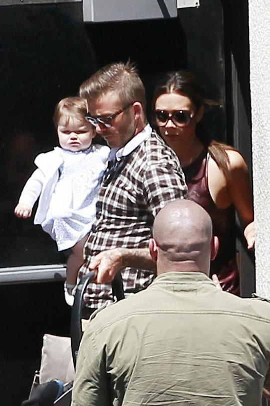 David s Victorií a malou Harper.