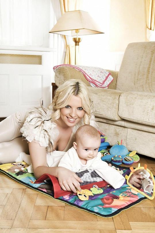 Kateřina Kristelová s devítiměsíční dcerou Claudií už nafotily dvě kampaně. První na hračky Lamaze, druhou na přebalovací tašky