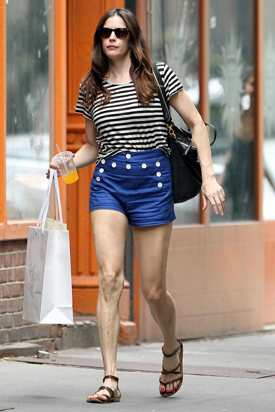 Hubeňoučká Liv Tyler se proháněla po ulicích New Yorku po nákupech.