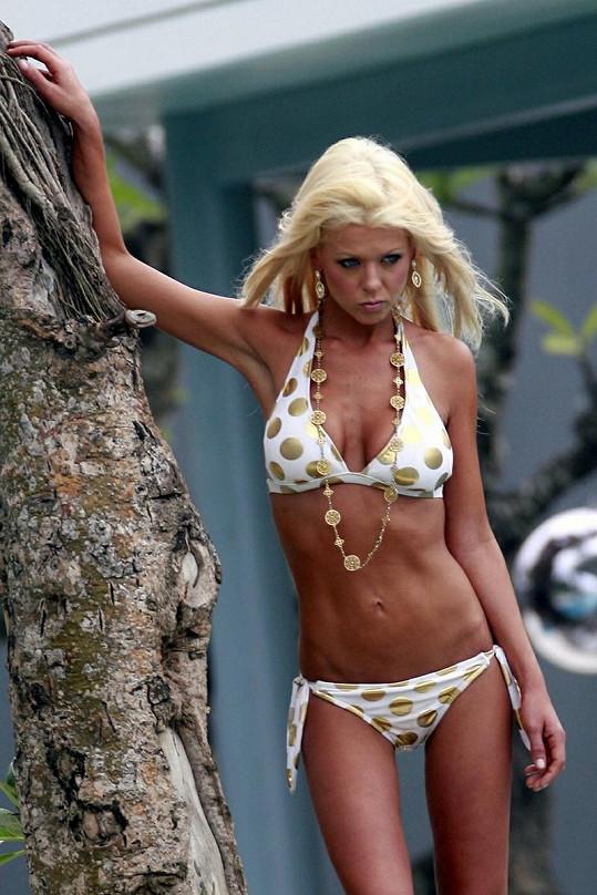 Blonďatá herečka se v extrémně štíhlém těle cítí evidentně dobře.
