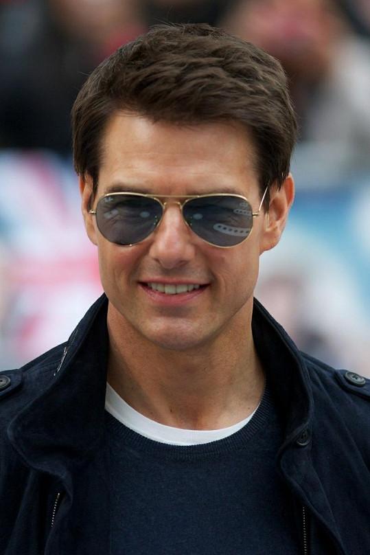 Tom Cruise se odpoutává od scientologie.