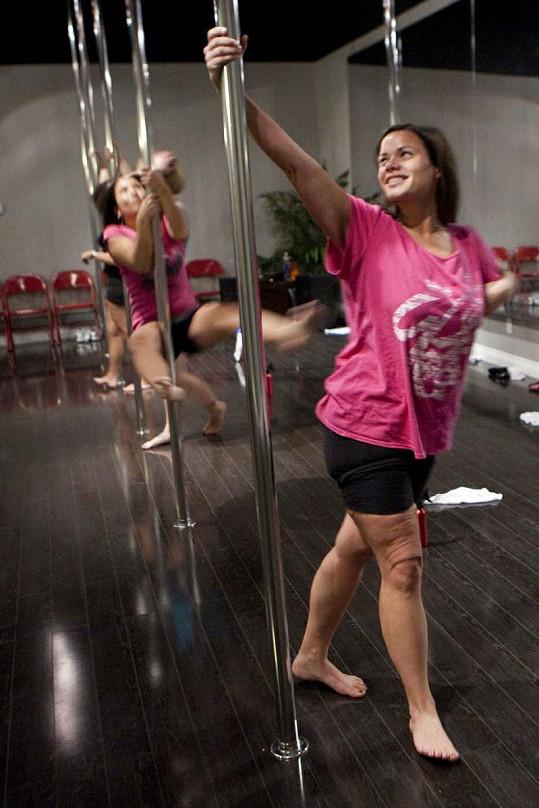 Studentky se neučí jen klasický pole dance, ale především striptýzové prvky.