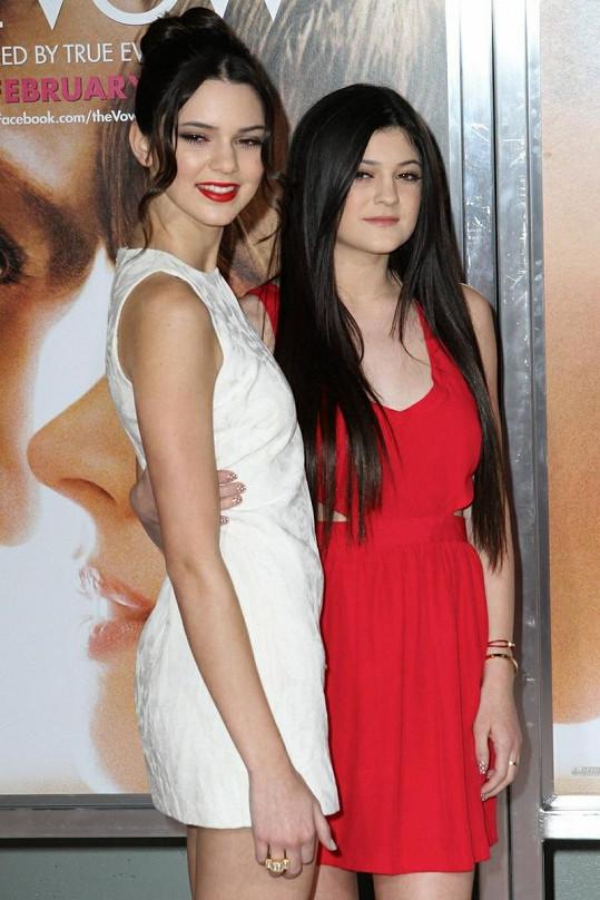 Šestnáctiletá Kendall a o dva roky mladší Kylie by rády prorazily v mmodelingu.