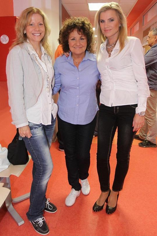 Lenka Filipová s Jitkou Zelenkovou a Leonou Machálkovou na akci TV Barrandov.