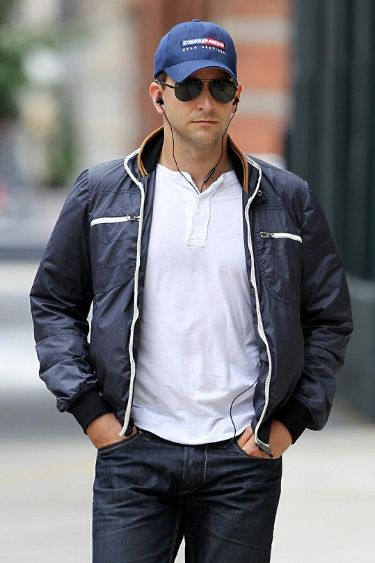 Herec Bradley Cooper, nový objev Jennifer Lopez.