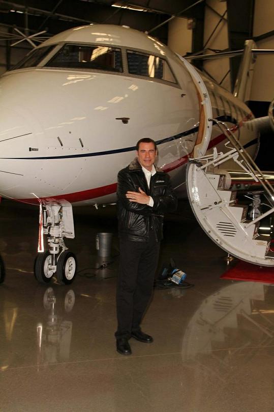 Zapálený letec John Travolta.