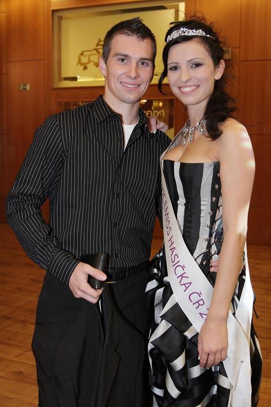2. vicemiss Hasička Kateřina Mikulová s přítelem.