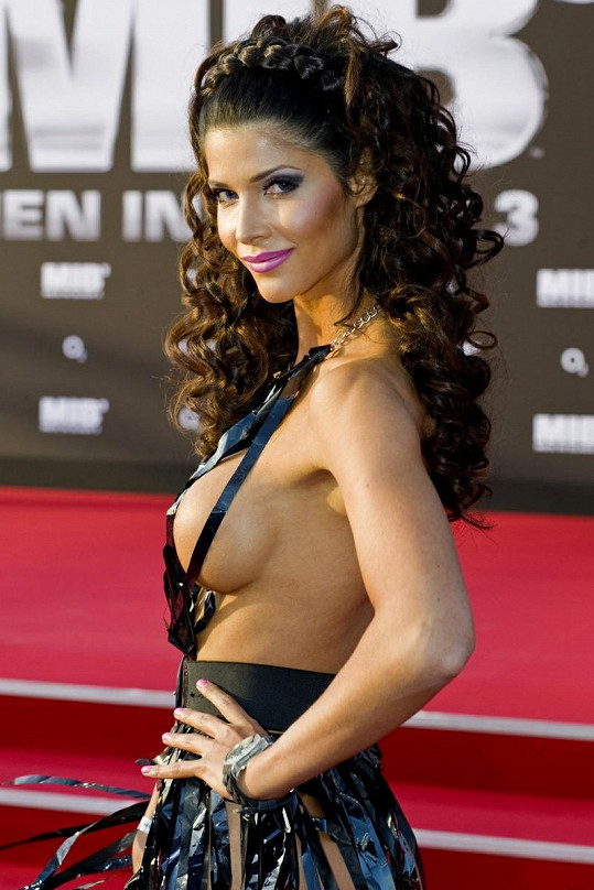 Micaela Schäfer na premiéře filmu Men In Black 3.