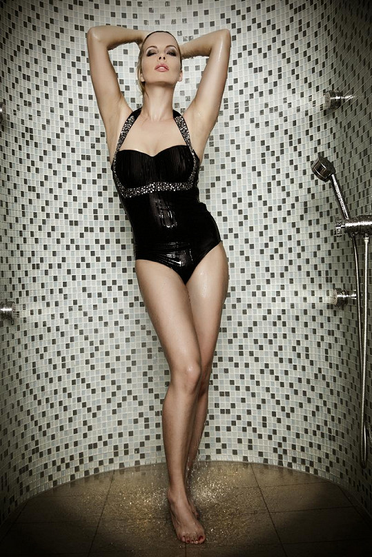 Kateřina Kristelová byla ve sprše sexy jako nikdy předtím.
