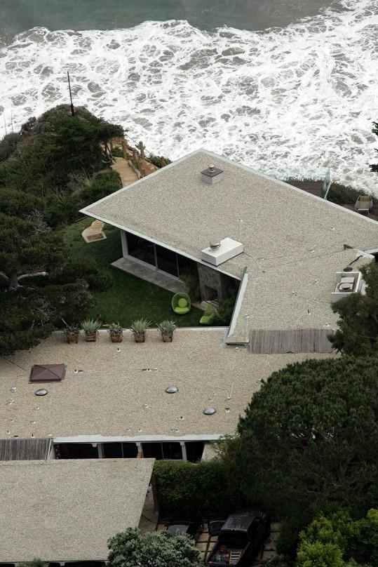 Dům se nechazí poblíž pláže.