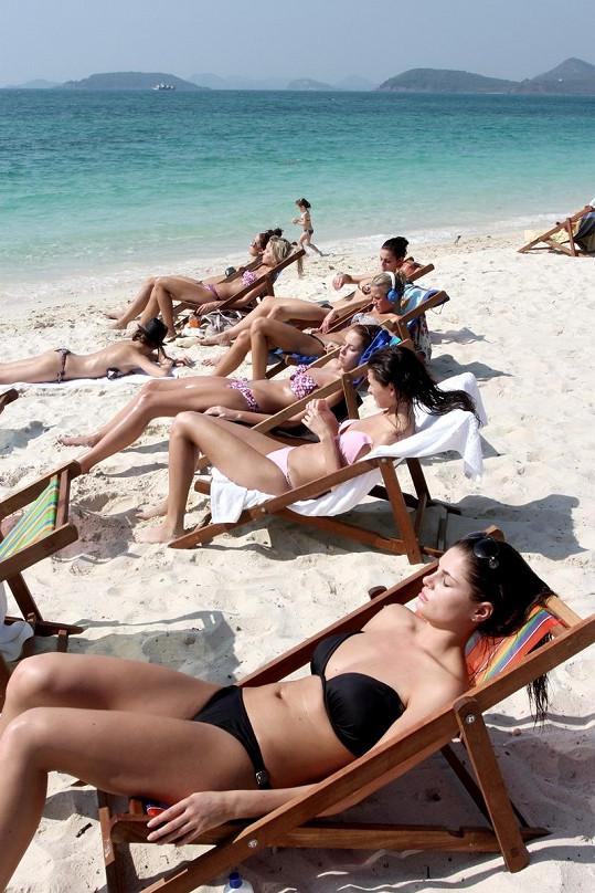 Linda Kobosilová na thajské pláži.