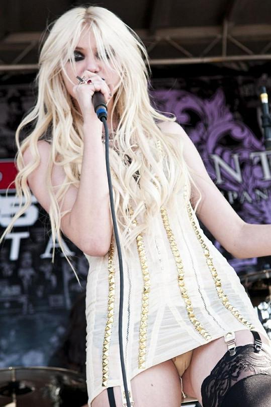 Stejný trapas se stal před časem i zpěvačce Taylor Momsen.