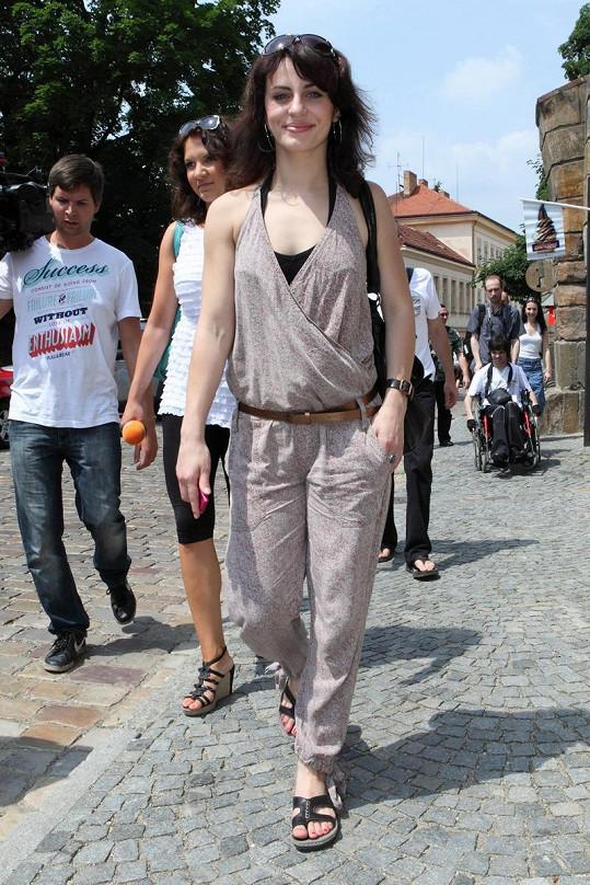 Markéta Procházková zvolila opravdu hezký overal. Jen obuv nemusela být tak humpolácká.