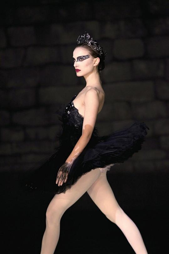 Portman jako baletka ve filmu Černá labuť.