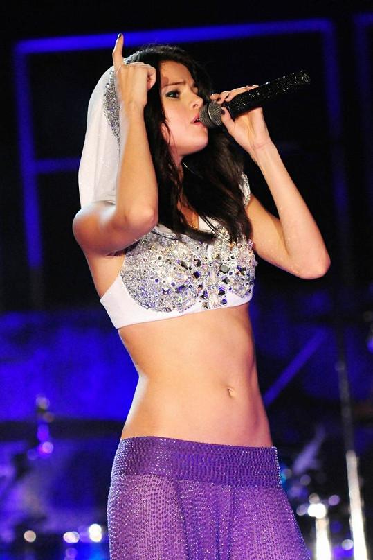Čerstvě devatenáctiletá Selena na zahajovacím koncertě svého turné ve floridském Fort Lauderdale.