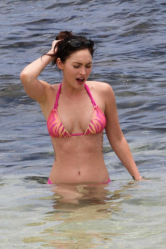 Megan Fox v bikinách.