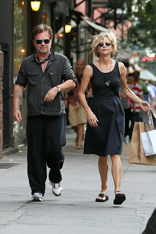 Herečka s přítelem na nákupech v New Yorku.
