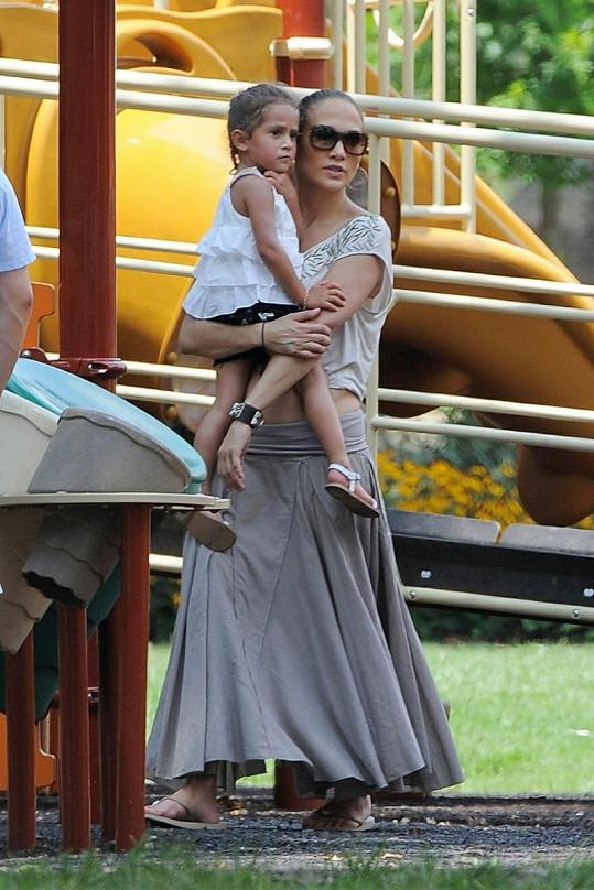 Jenn se teď plně věnuje svým dětem.