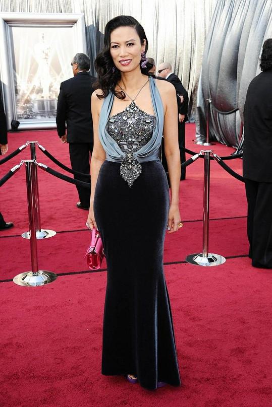 Čínská herečka Wendi Murdoch si pozornost pojistila bohatě zdobeným živůtkem šatů s podivnou oponou. Nikoli ale v dobrém slova smyslu.