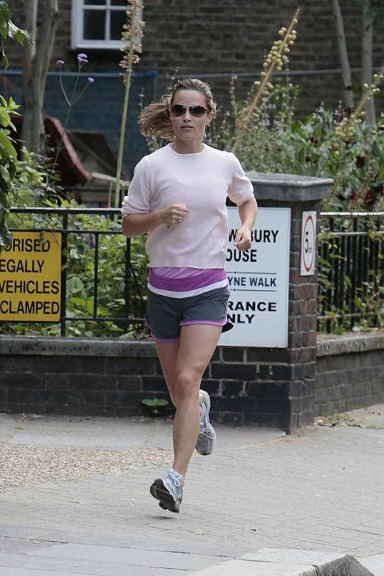 Britská celebrita sportování miluje.