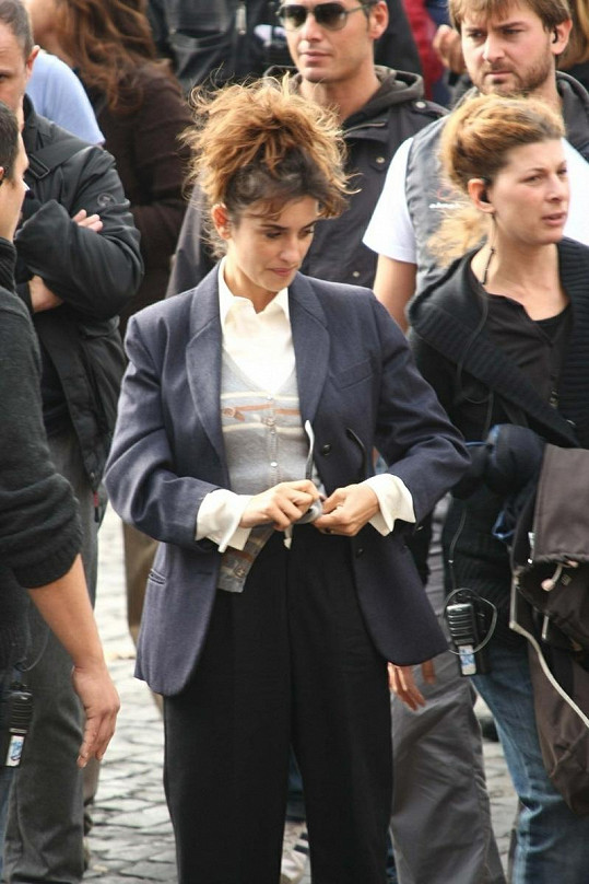 Penelope Cruz v Římě během natáčení filmu Venuto Al Mondo.
