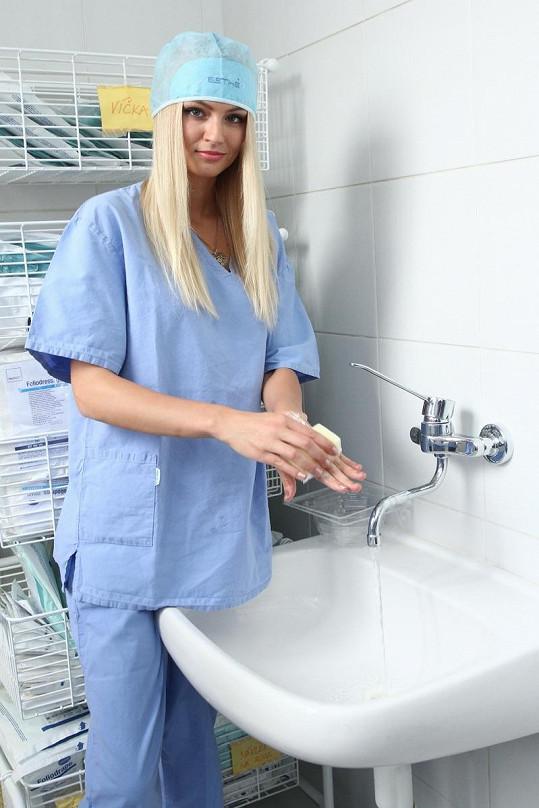 Tereza Fajksová na návštěvě plastické chirurgie.