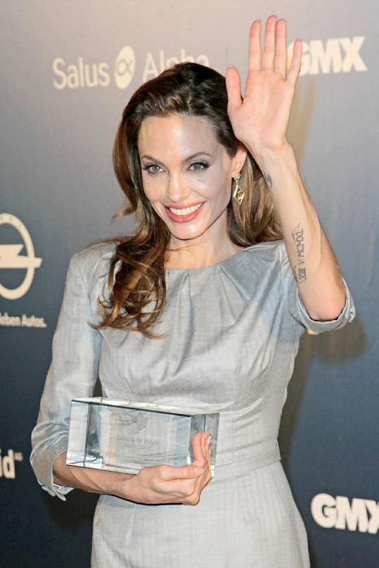 Angelina získala ocenění od organizace Cinema For Peace v Berlíně.