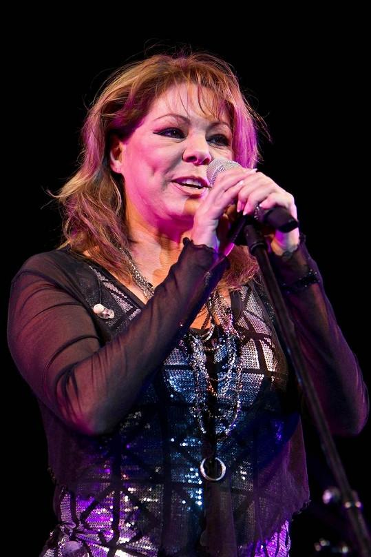Sandra při nedávném vystoupení v Moskvě.