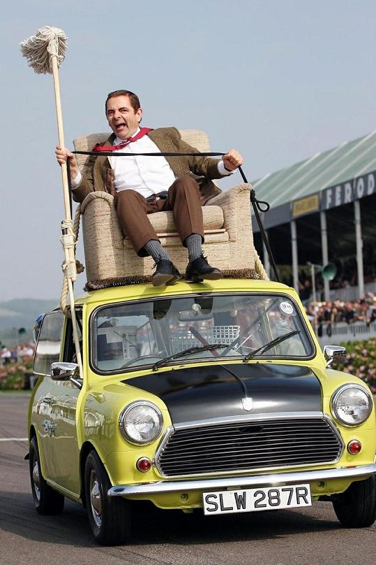 Atkinson známý jako Mr.Bean má ve skutečnosti radši mnohem rychlejší luxusní vozidla.