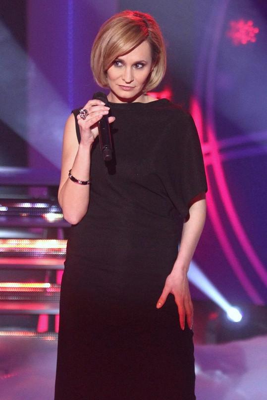 Monika Absolonová v blond barvě omládla.