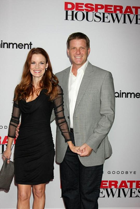 Laura s manželem Dougem Savantem.