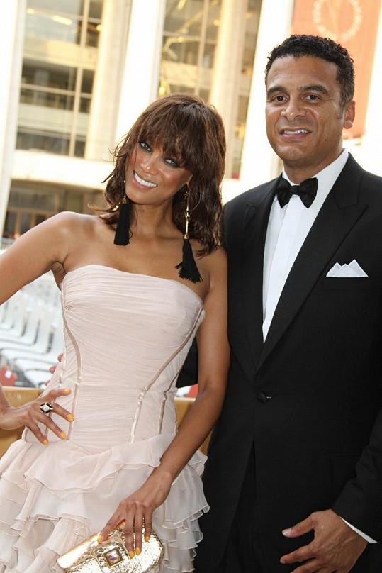 Topmodelka Tyra Banks tvořila s bankéřem Johnem Utendahlem dokonalý pár.
