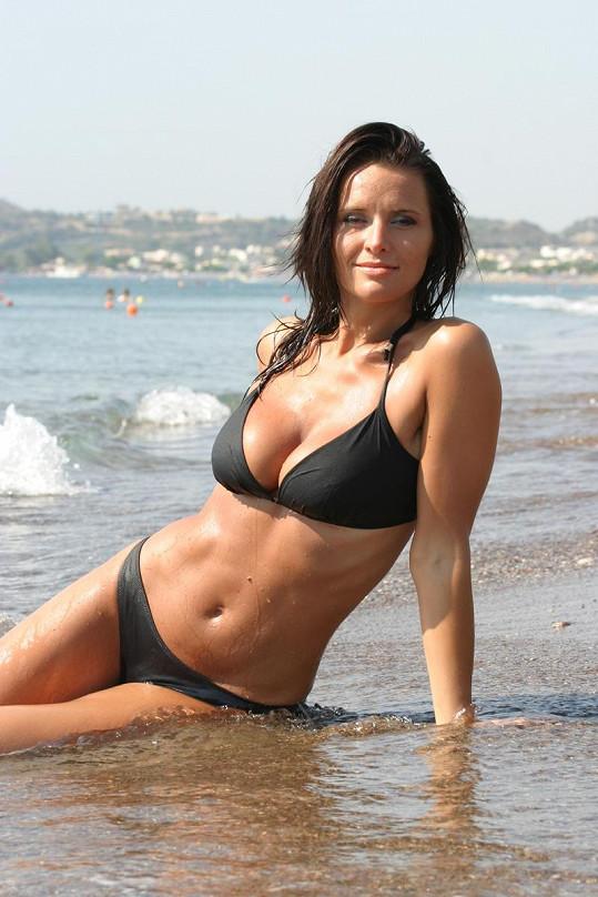 Bára na pláži u moře v Řecku.