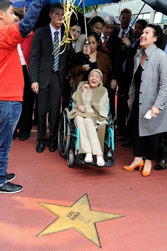Rainer se svou hvězdou na Chodníku slávy v Berlíně.