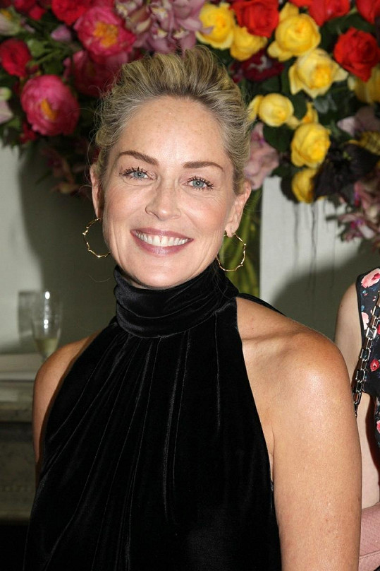 Sharon Stone na přehlídce Christiana Diora.