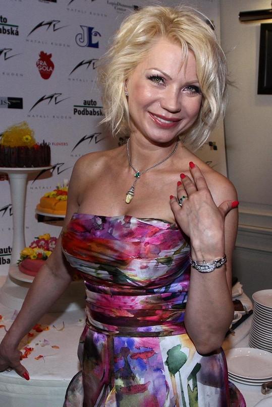 Natali Ruden si jako první známá návrhářka vybrala jako modelku Dominiku.